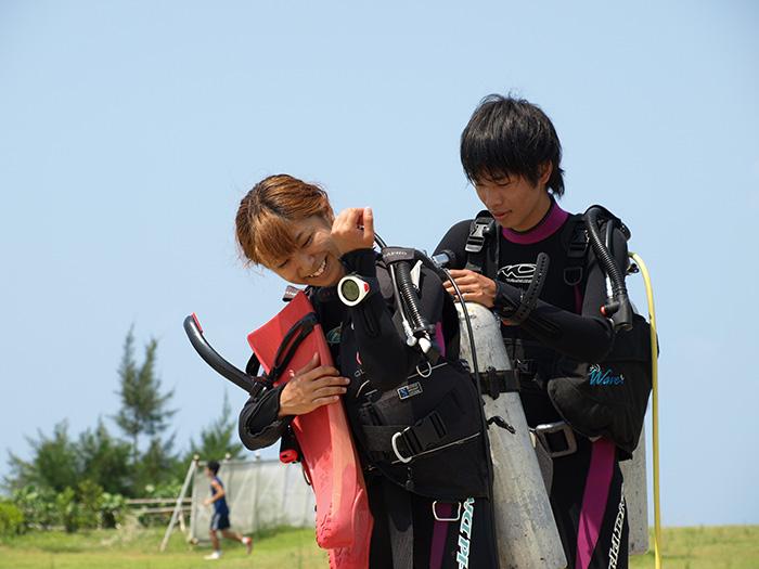 インターネットダイビングスクール 学科はインターネットで行うので沖縄に着いたら海洋実習のみ!世界中どこでも潜れる、国際Cカード(オープンウォーター)を取得するコースです