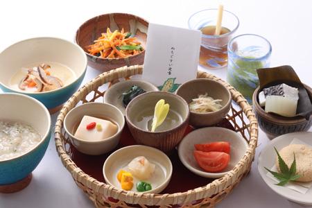 日本料理・琉球料理「佐和」朝食には日替わり定食のほかに「ぬちぐすい(命の薬)定食」1日40食限定も人気
