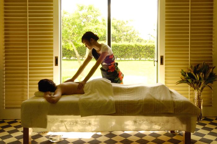 エステティックサロン 10:00~22:00(最終受付/21:00) ゴーヤーパックやクチャなど沖縄ならではのメニューも揃うエステ。柔らかな日差し差し込む空間で心も体もリラックス。