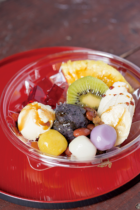 琉球あんみつ 500円  味はもちろんのこと、色鮮やかで見た目も南国を感じさせる
