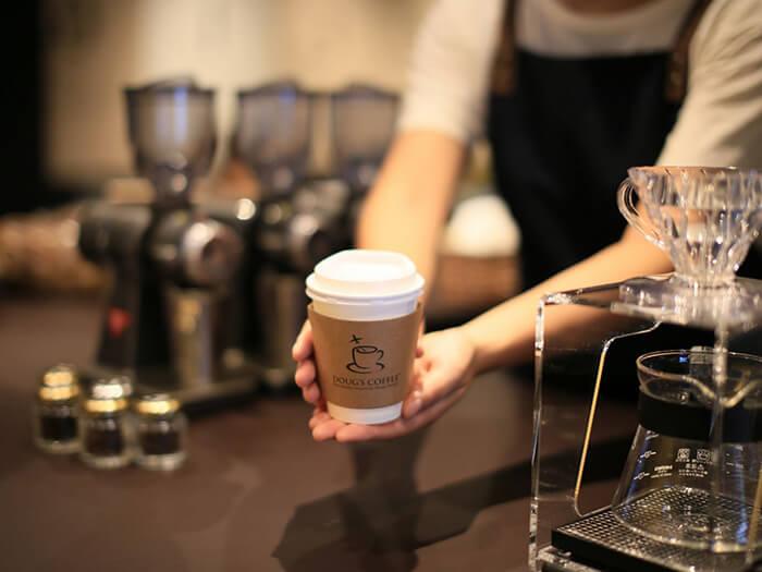 ハンドドリップコーヒーテイクアウト専門店「ダグズ・コーヒー アートホテル石垣島店」