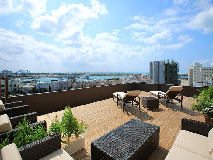 屋上のククルテラス  日の出や日の入り、時期によっては南十字星や花火等が観賞できます。また、テラスを利用したホテルだけのオリジナルイベントも計画しております。
