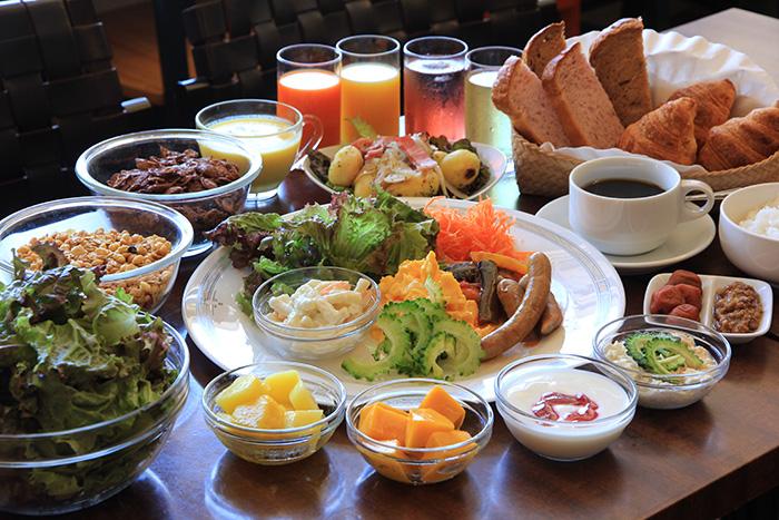 石垣島での一日の始まりを素敵な朝食で  石垣島で生まれたおいしい食材を利用して、安全・安心な料理をご提供いたします。