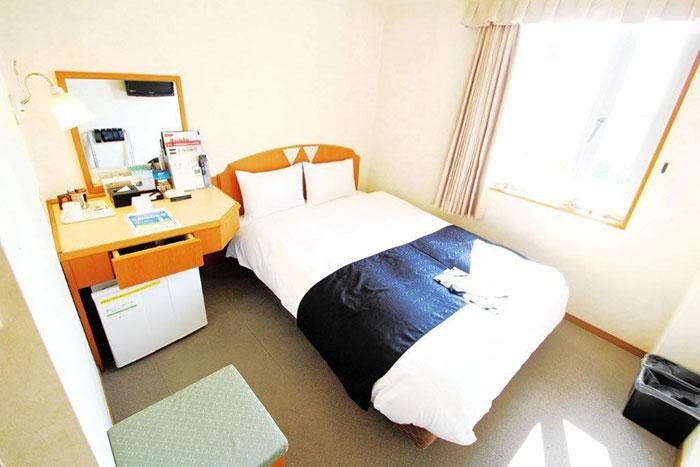 スタンダードシングルルーム  シングルルームとダブルルームのベッドは200cm×140cm