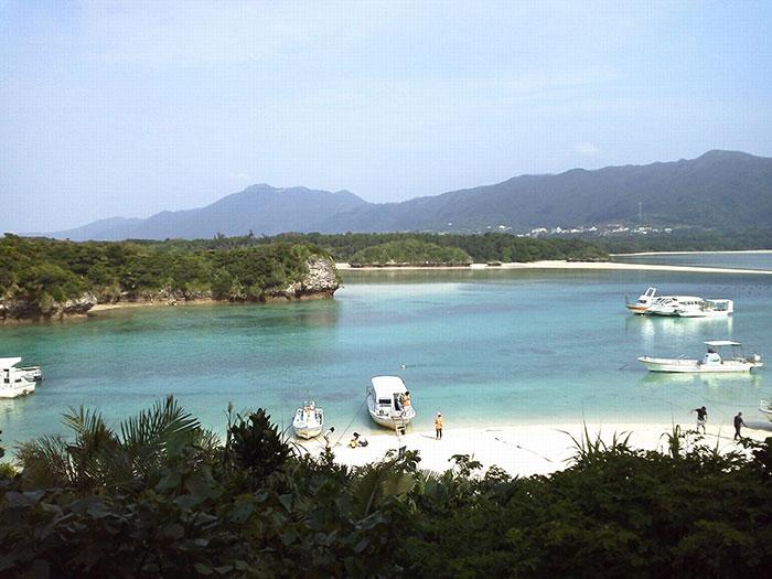 石垣島の名勝地 川平湾  石垣島に来たら必ず寄りたい観光地です。