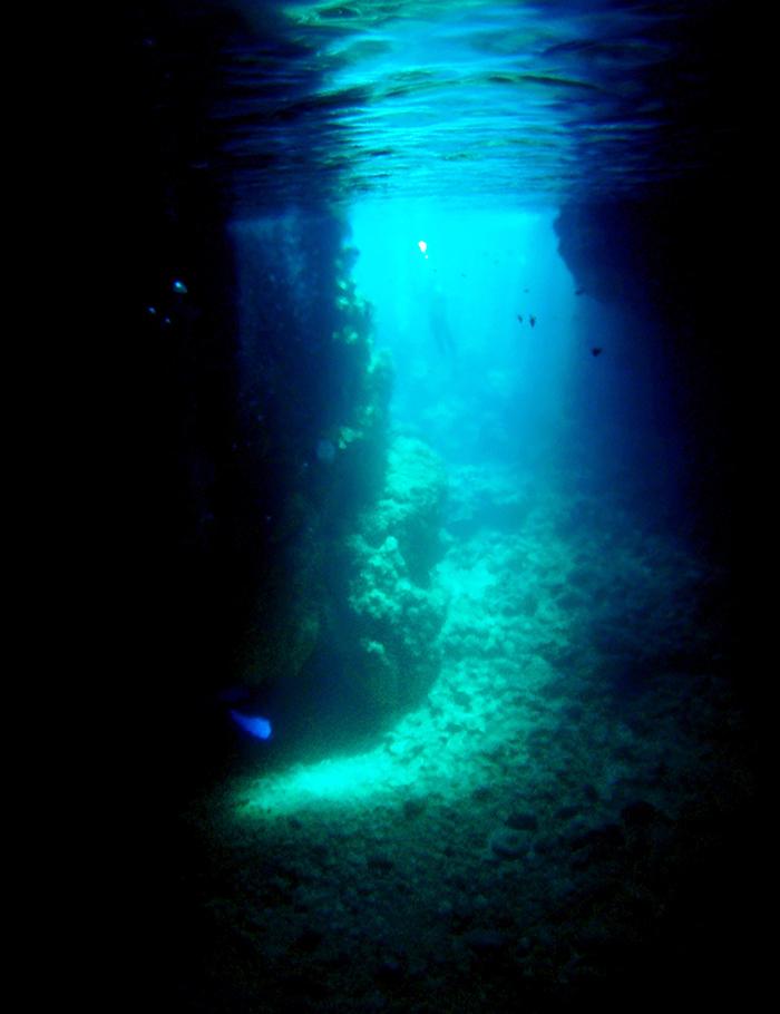 幻想的な青の洞窟