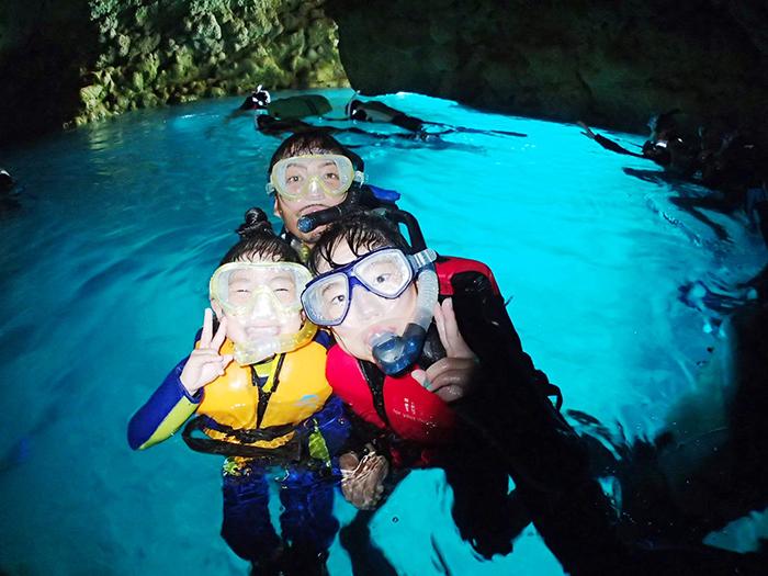 青の洞窟シュノーケル  大人気ポイント「青の洞窟」をシュノーケルで探検!
