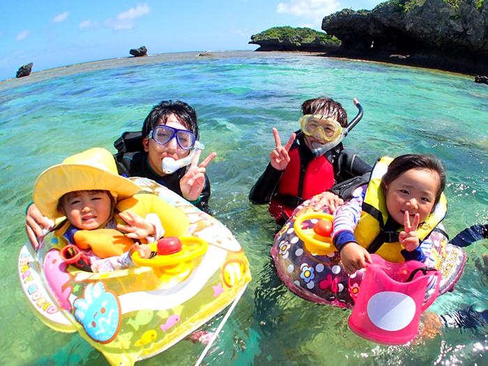 南国ホワイトビーチでぷかぷかシュノーケル  キッズ浮き輪と箱メガネでお子様も安心して楽しめます!