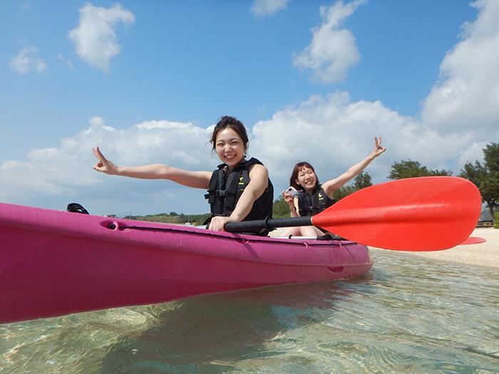 シーカヤック 気軽に沖縄の海を味わいたいならシーカヤックもオススメ!透き通った海と絶景パノラマが魅力的