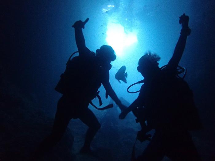 恩納村の青の洞窟 体験ダイビング。ダイビングポイントは、相談可能