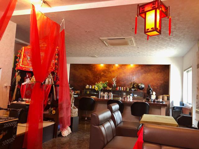店内は中国風水に基づいて配置されており、落ち着いた空間になっている