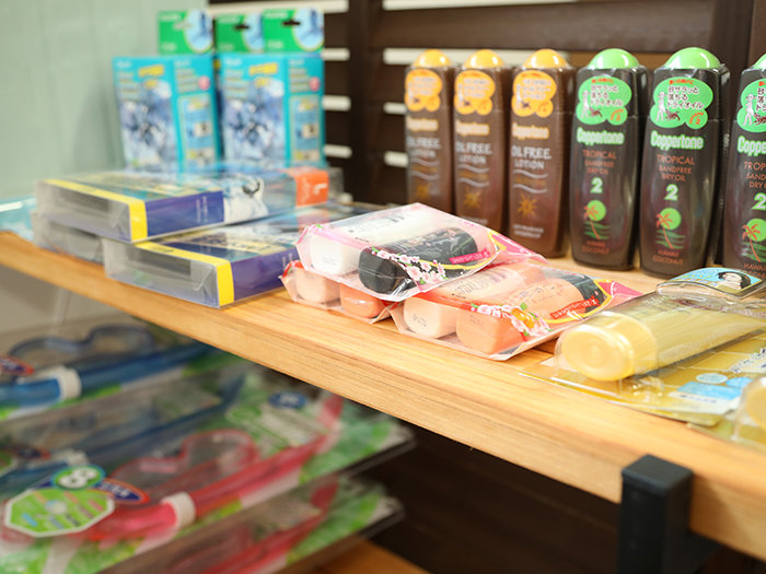 店舗で購入できる商品も多数