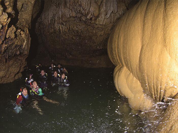 わくわくドキドキの鍾乳洞探検