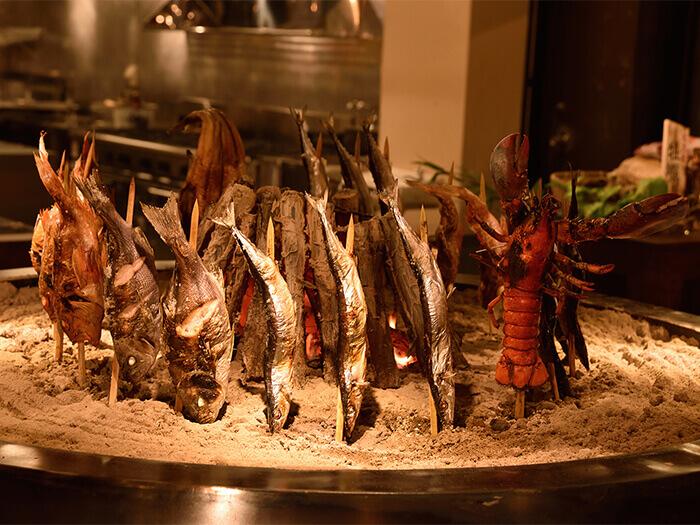 炭火でじっくり焼き上げ、食材本来のおいしさを提供