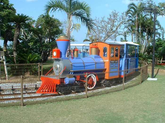 迷你SL火車「TEXAS號」,會在遊具專區環繞兩周。