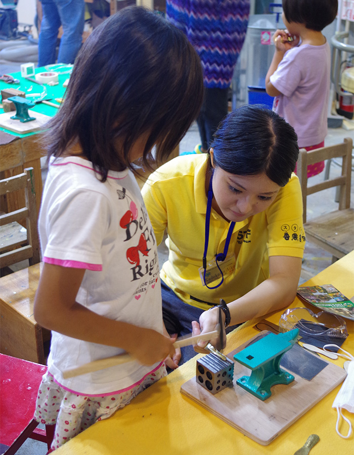 Hands-on workshops held during the weekends and holidays.