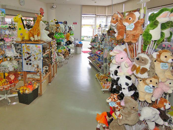 園內的商店販賣有各式原創商品。