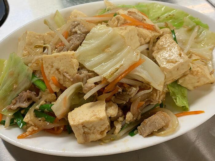 使用沖繩豆腐做成的「豆腐炒什錦」。