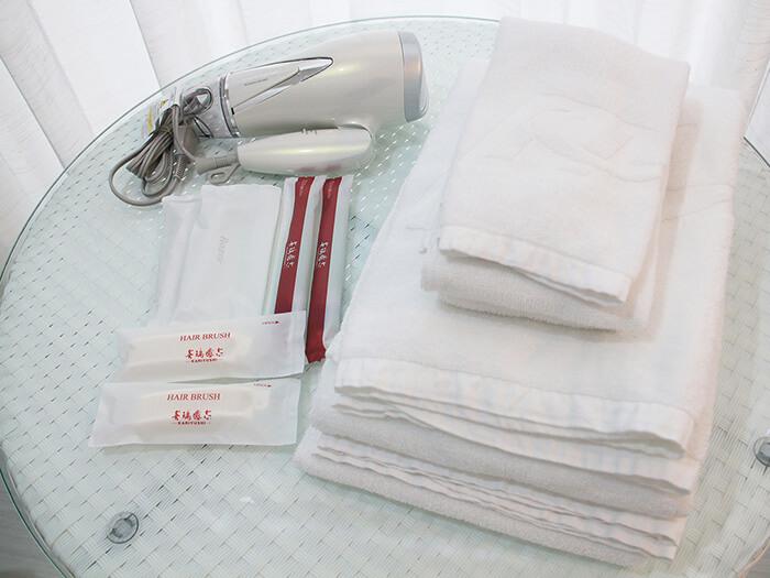 浴巾、毛巾、洗髮乳、潤髮乳、沐浴乳、牙刷等配備充實