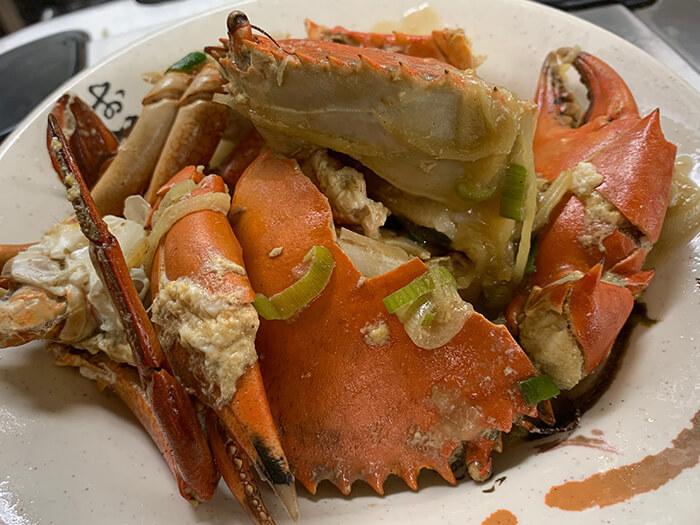 「螃蟹拌炒青蔥生薑」
