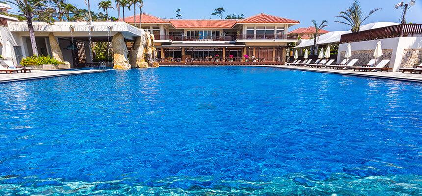 沖縄で楽園バカンス!ホテルプールおすすめ12選