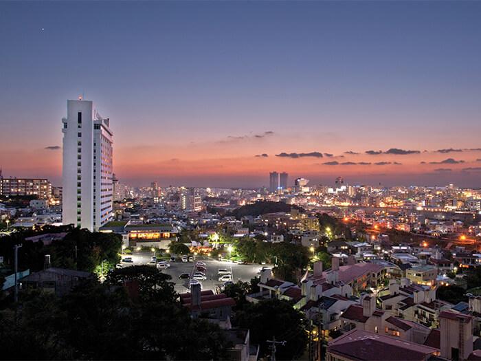 首里の丘に建ち、那覇市内が一望できる最高のロケーション